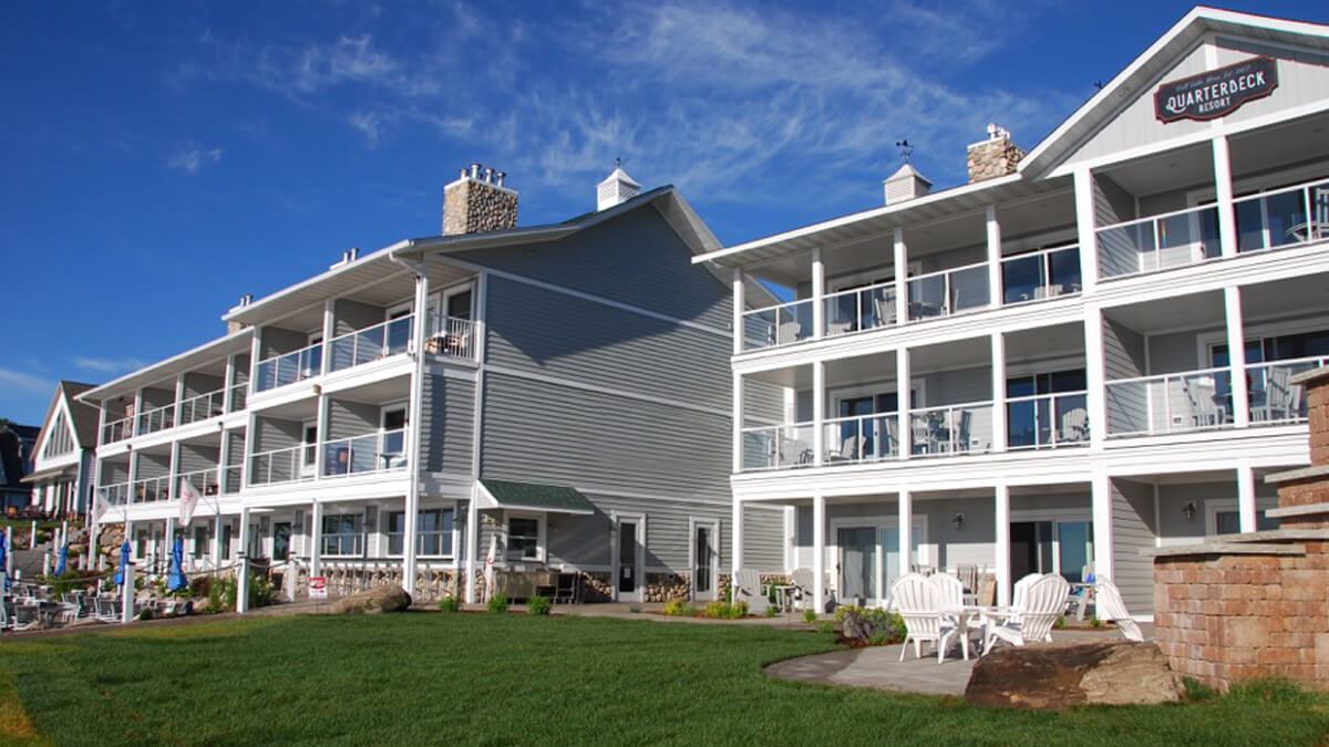 the front of the main lodge at quarterdeck resort