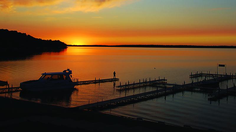 quarterdeck resort - Gull Lake Sunset